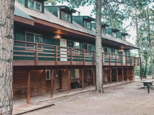 Zion-Lodge-Pinewoods-Resort-Utah-19