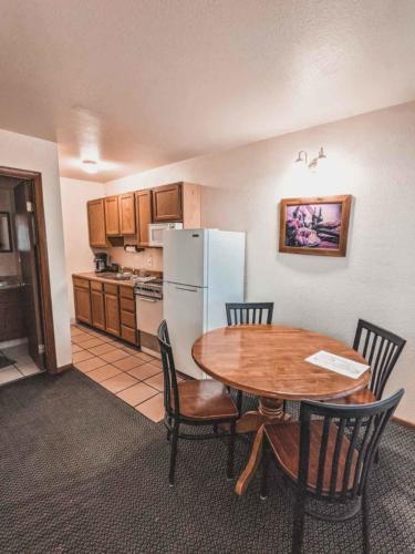 Zion-Lodge-Pinewoods-Resort-Utah-24